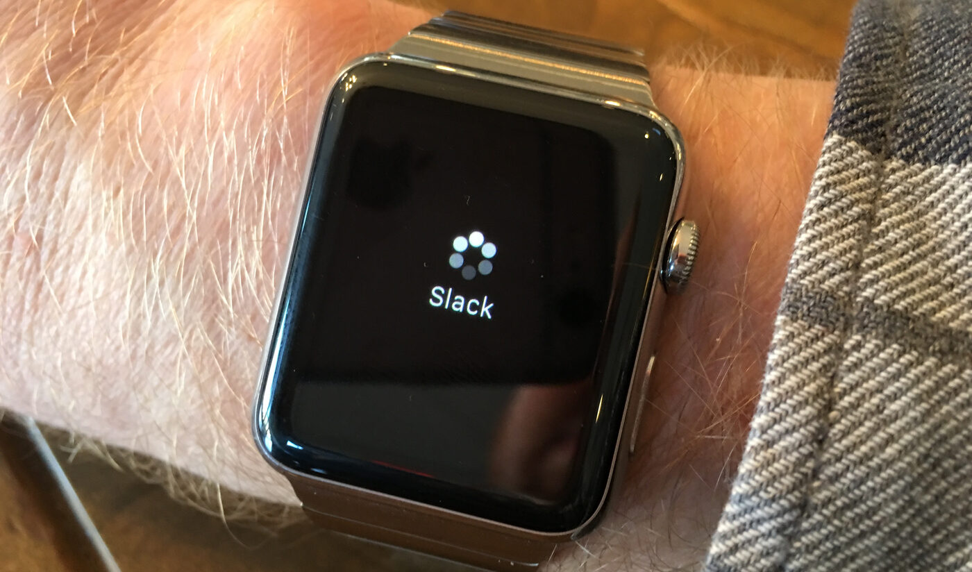 Apple Watch with endlessly spinning load cursor